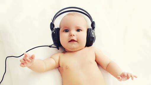 bébé qui chante