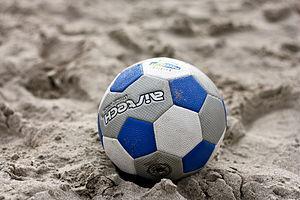 jeux de foot dans le sable