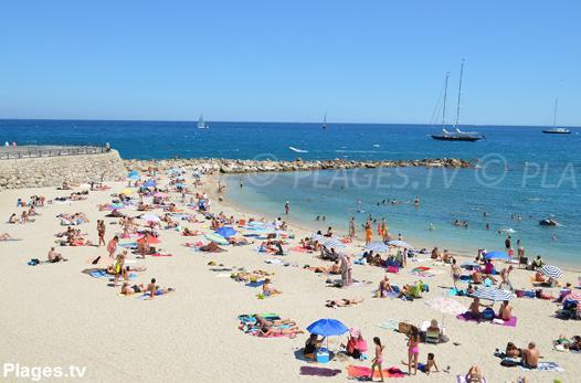 plage publique antibes