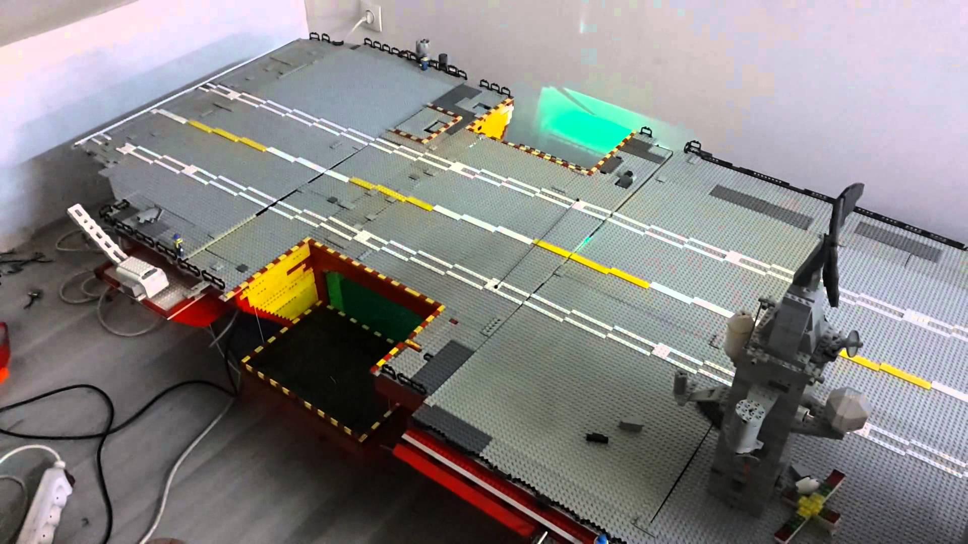 porte avion en lego