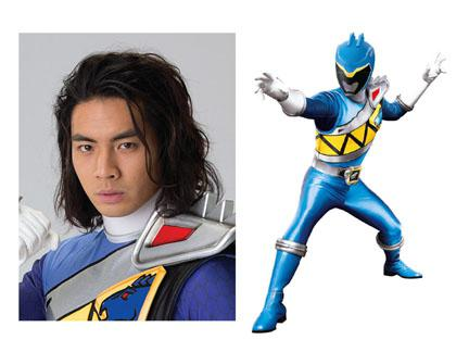 power rangers bleu dino charge