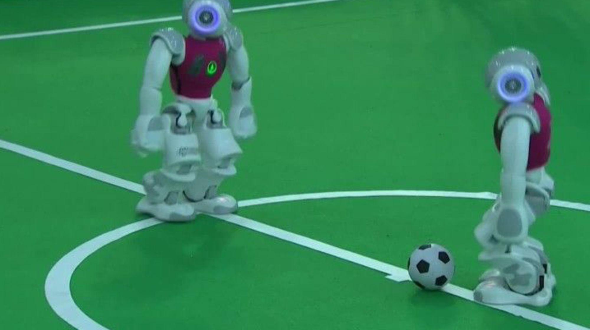 robot qui joue au foot