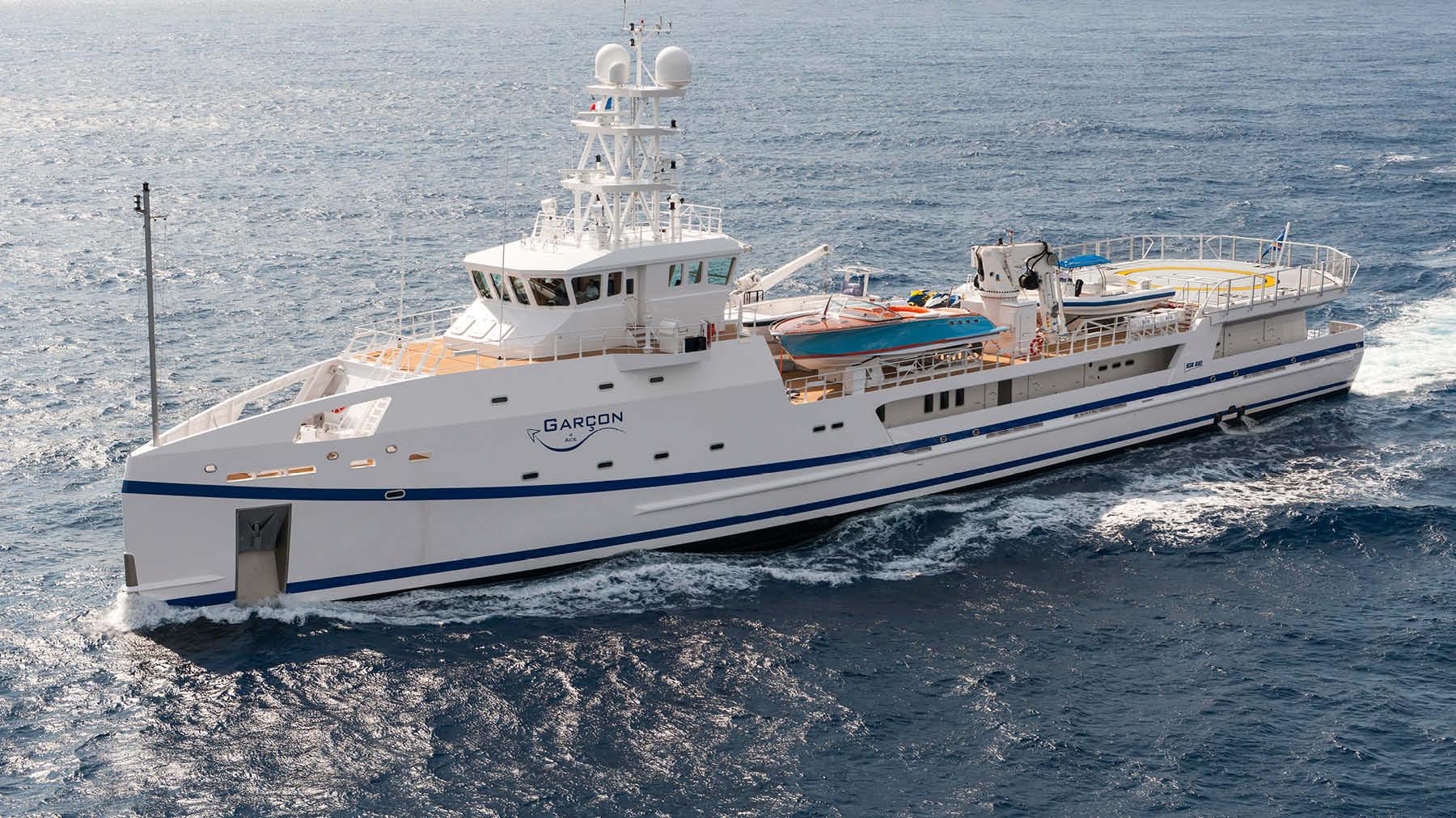yacht garcon